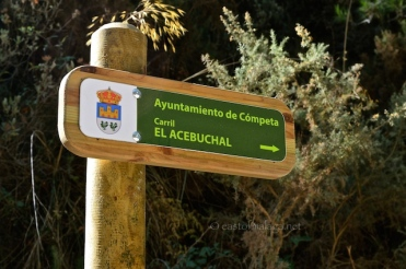 Signposts mark the route to El Acebuchal
